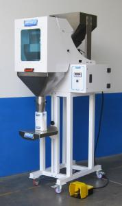 Linear weigher with cover